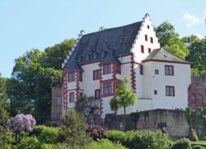 Burg im Fruehling